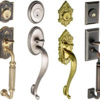 Handle lock set